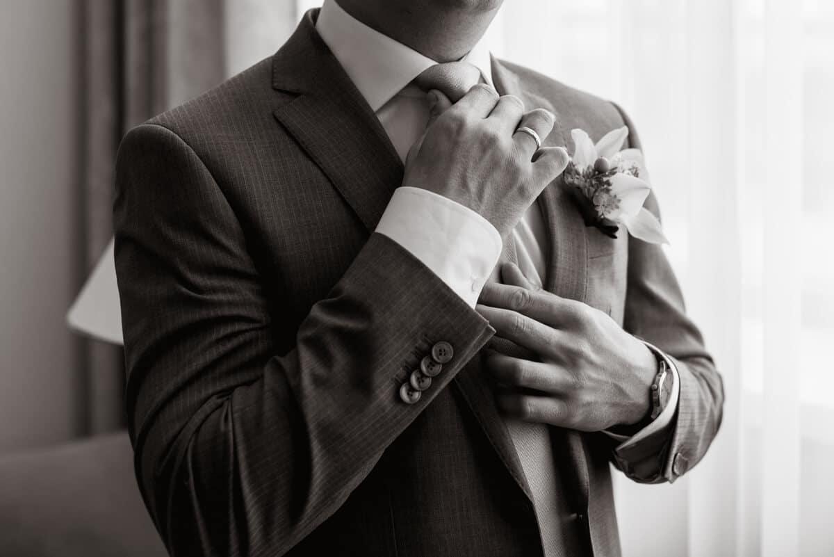 trajes de novio a la medida