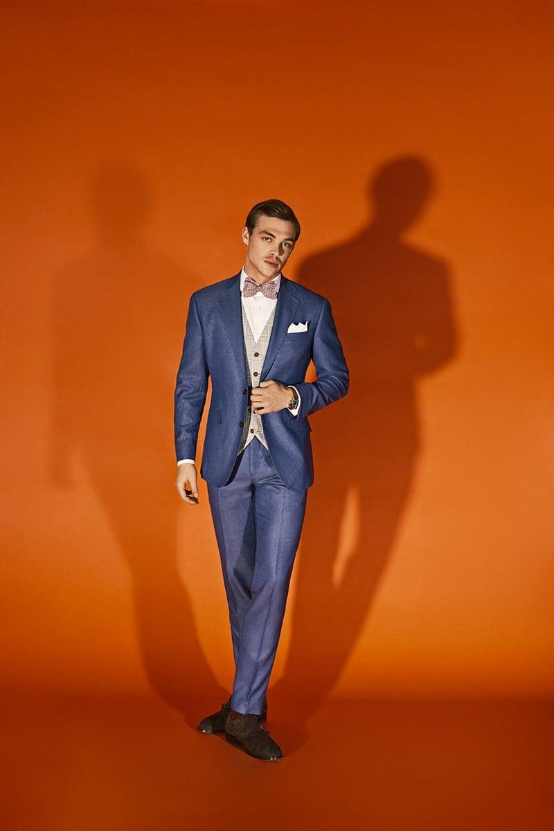 Broken Suit Traje azul con chaleco beige