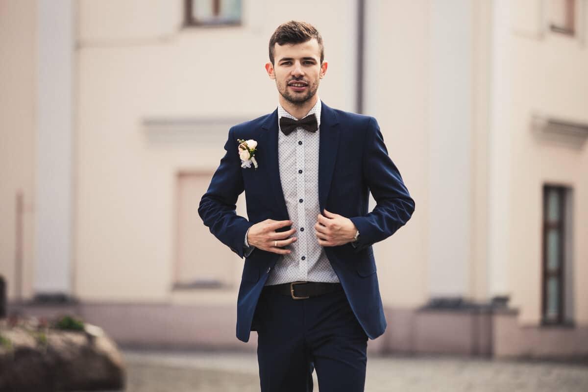 consejos al usar un traje de novio azul