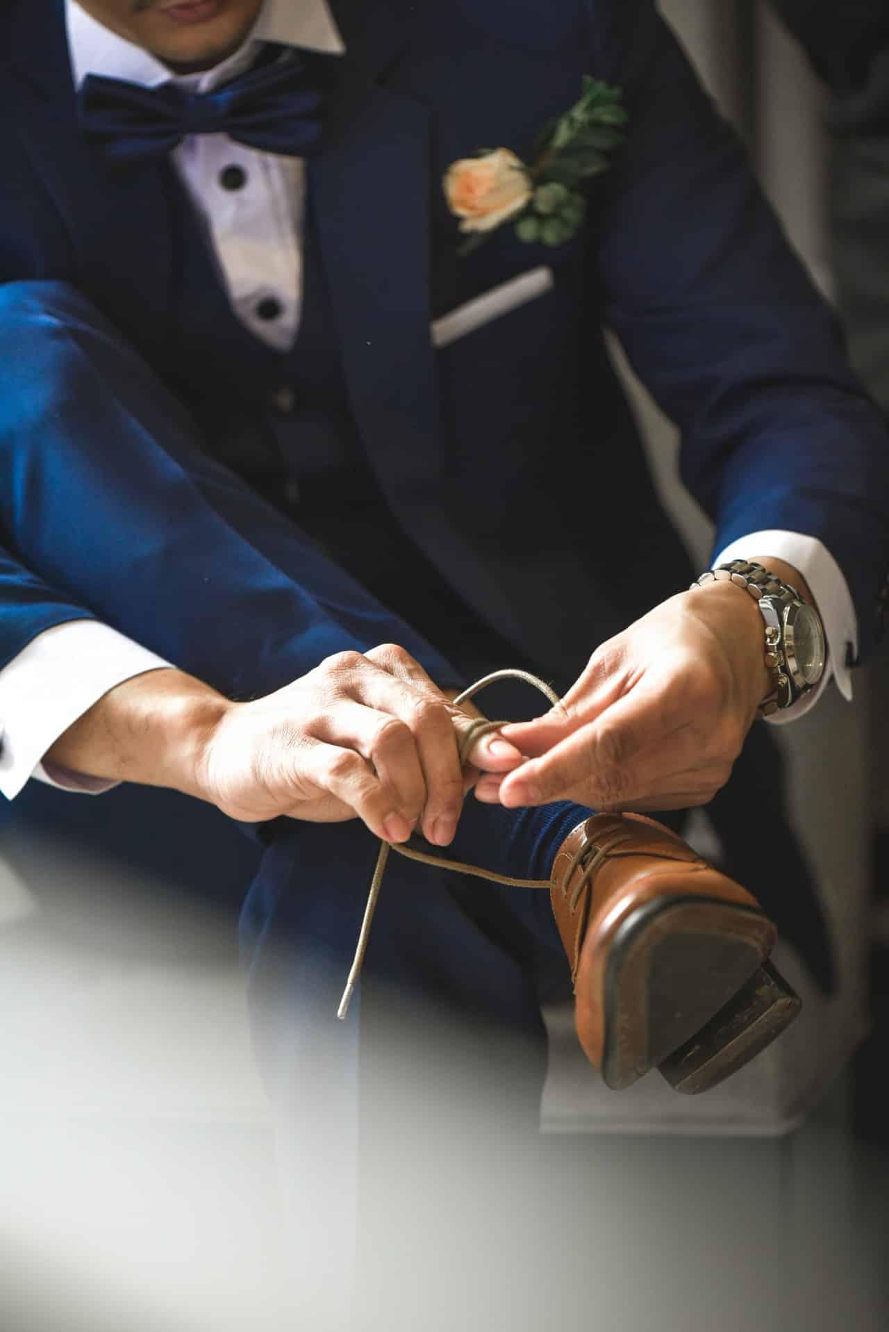 complementos para traje de novio azul