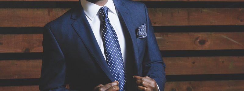 como usar un traje azul