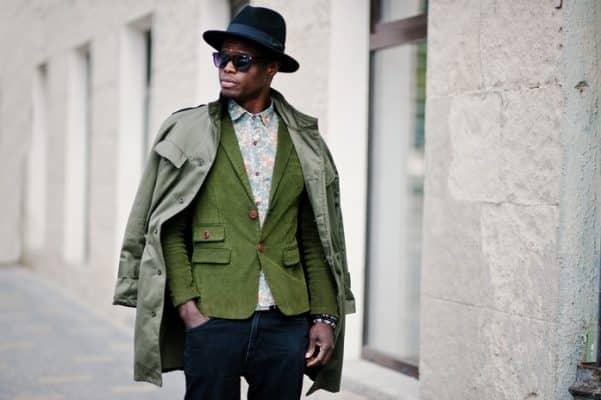 traje verde casual